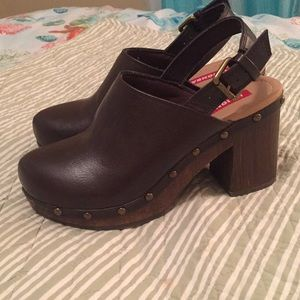 UNIONBAY Shoes - Unionbay clogs.  6.5
